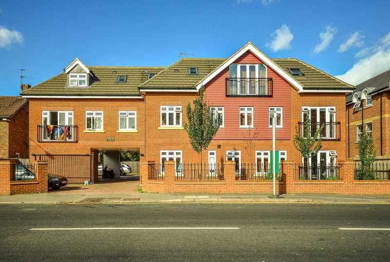 2 Bedrooms Flat for sale in Goldsworth Road, Woking, GU21