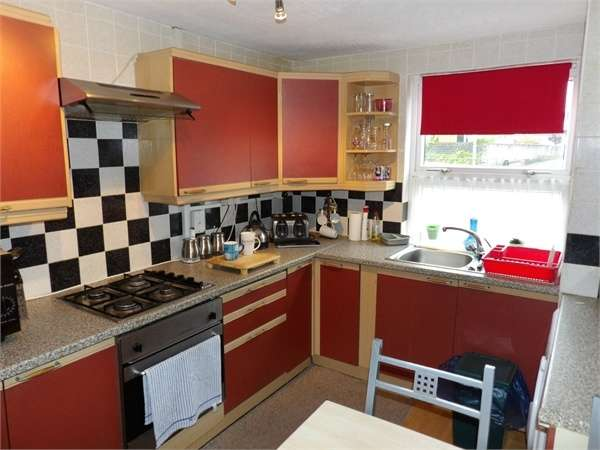 2 Bedrooms Flat for sale in Parc Pendre, Kidwelly, Carmarthenshire