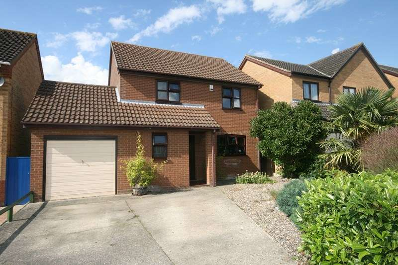 4 Bedrooms Detached House for sale in Snowdrop Drive, Attleborough