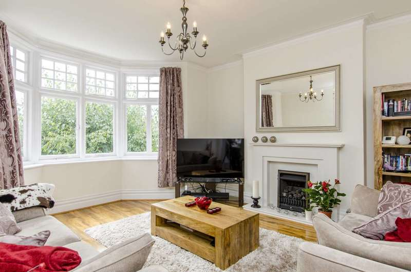 2 Bedrooms Flat for sale in Boileau Road, North Ealing, W5