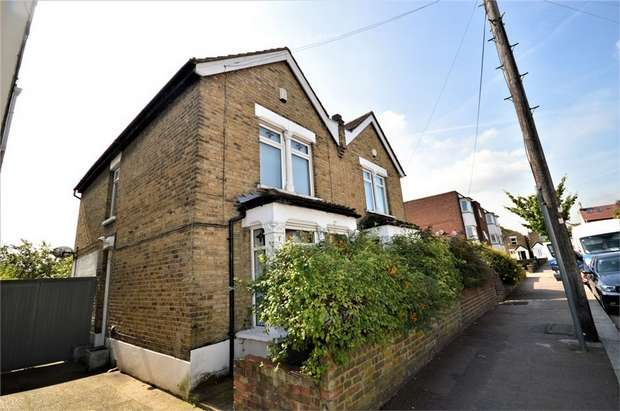 2 Bedrooms Semi Detached House for sale in Albert Road, South Woodford, London