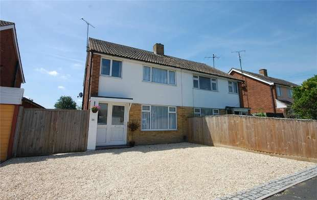 3 Bedrooms Semi Detached House for sale in Finmere Crescent, Aylesbury, Buckinghamshire