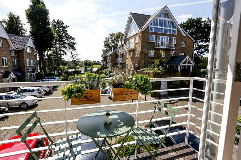 1 Bedroom Flat for sale in Thames Close, Hampton, TW12