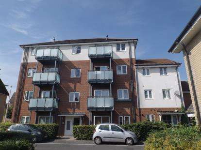2 Bedrooms Flat for sale in Seven Kings, Ilford, London