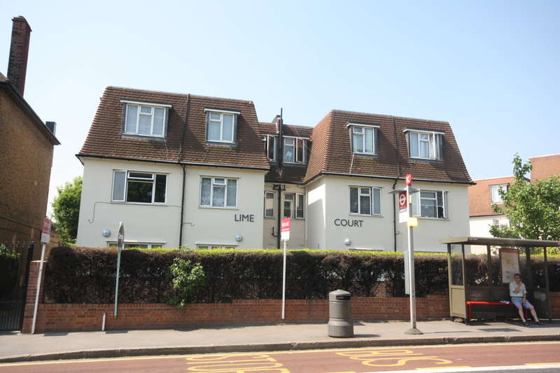 2 Bedrooms Ground Flat for sale in Cambridge Road, Kingston upon Thames, KT1