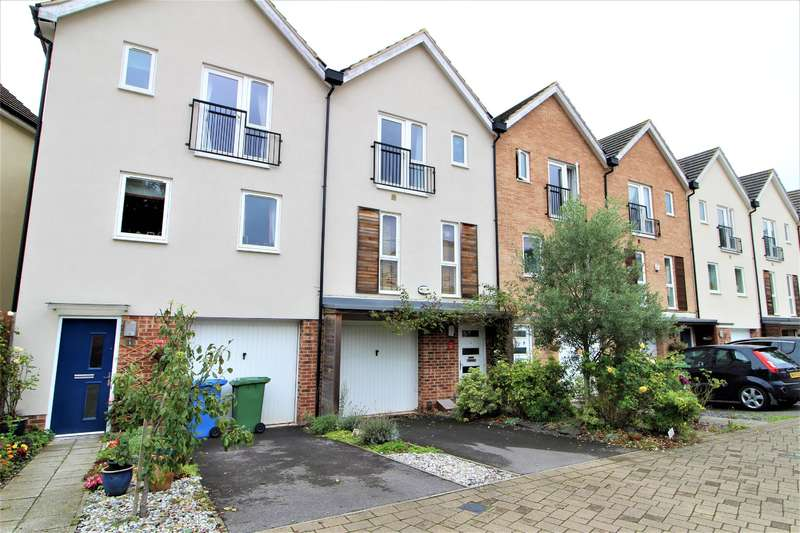 4 Bedrooms Terraced House for sale in Typhoon Close, Bracknell, Berkshire, RG12 9NF