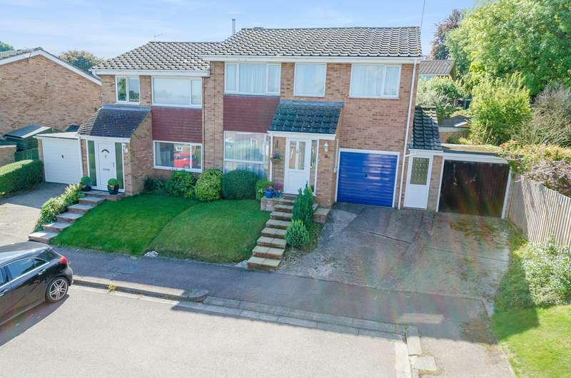 3 Bedrooms Semi Detached House for sale in Suffolk Road, Royston, Royston, SG8