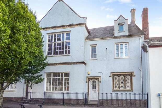 3 Bedrooms Town House for sale in Castle Street, Tiverton, Devon