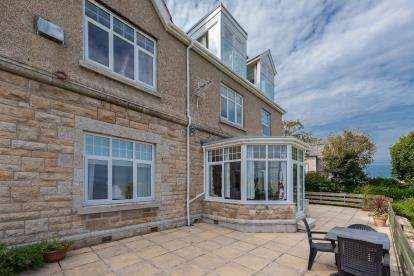 2 Bedrooms Flat for sale in Bishops Road, St.Ives, Cornwall