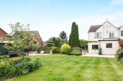 3 Bedrooms Semi Detached House for sale in Bredon View, Wick Road, Little Comberton, Pershore