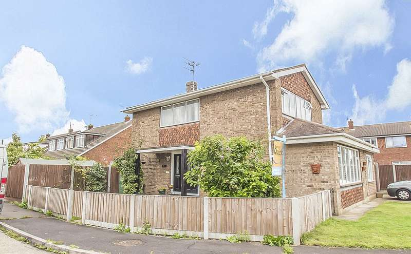 3 Bedrooms Detached House for sale in Collindale Close, Canvey Island, SS8