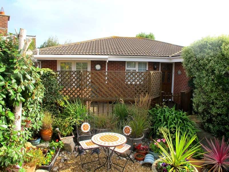 3 Bedrooms Detached Bungalow for sale in 10a Queens Road, Lee-On-The-Solent