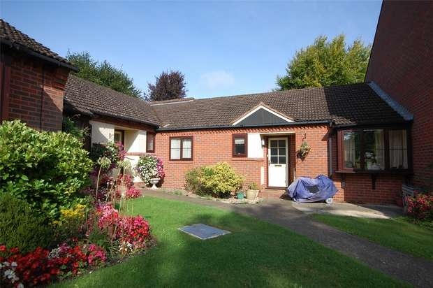 2 Bedrooms Terraced Bungalow for sale in Farnham, Surrey