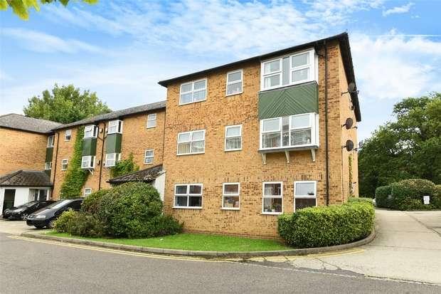 2 Bedrooms Flat for sale in Emmview Close, WOKINGHAM, Berkshire