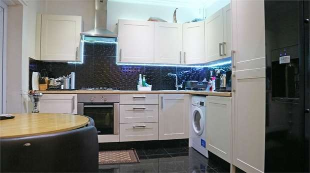 3 Bedrooms Terraced House for sale in Somerford Grove Estate, London