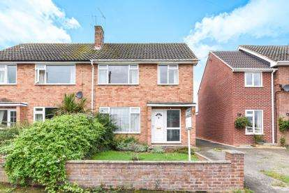 3 Bedrooms Semi Detached House for sale in Brookedale, Harvington, Evesham, Worcestershire
