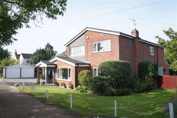 4 Bedrooms Detached House for sale in Lovell Road, Oakley