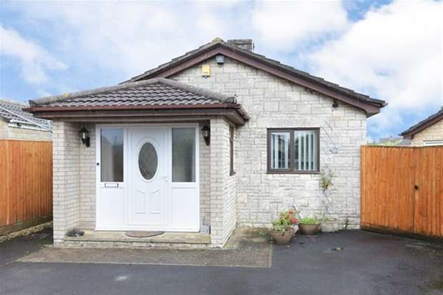 2 Bedrooms Detached Bungalow for sale in Woodhayes Road, Frome