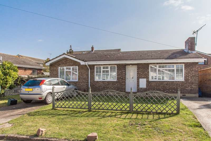 2 Bedrooms Detached Bungalow for sale in Tilburg Road, Canvey Island, SS8