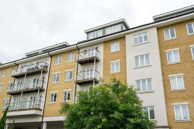 2 Bedrooms Flat for sale in Park Lodge Avenue, West Drayton, Middlesex, UB7