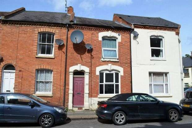 3 Bedrooms Terraced House for sale in Hood Street, The Mounts, Northampton NN1 3QT