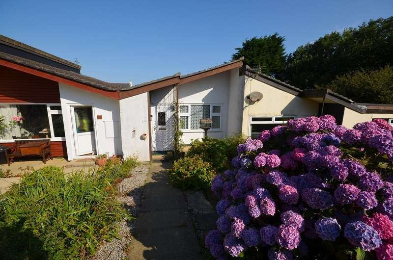 2 Bedrooms Bungalow for sale in Penhallow Close, Mount Hawke