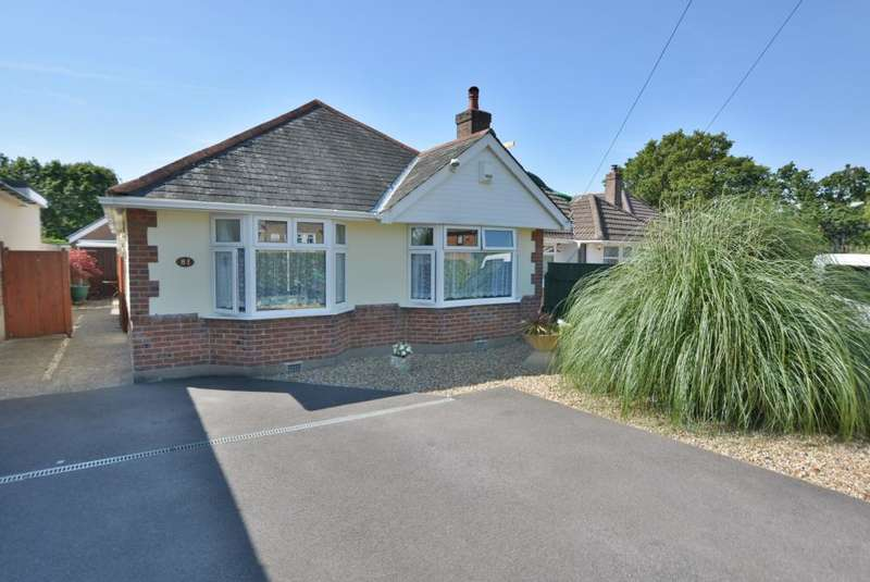 3 Bedrooms Bungalow for sale in Oakdale, Poole, BH15