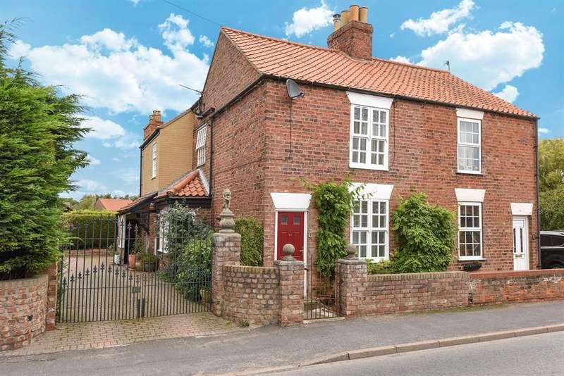3 Bedrooms Semi Detached House for sale in High Street, Holme-on-Spalding-Moor, York, YO43 4EN