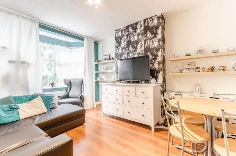 2 Bedrooms Flat for sale in Woodford New Road, Walthamstow, E17