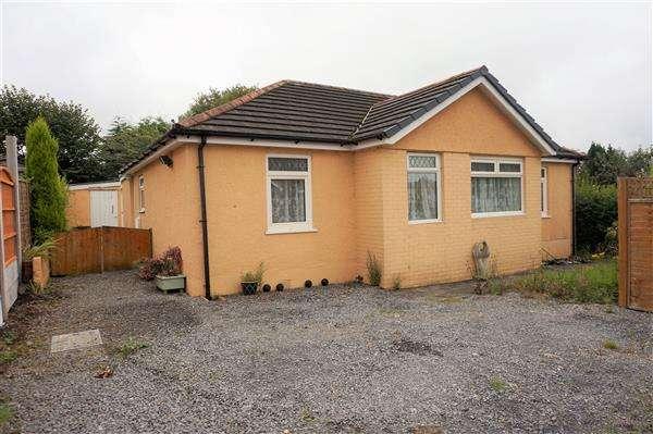 3 Bedrooms Detached Bungalow for sale in Carmarthen Road, CROSS HANDS, Llanelli