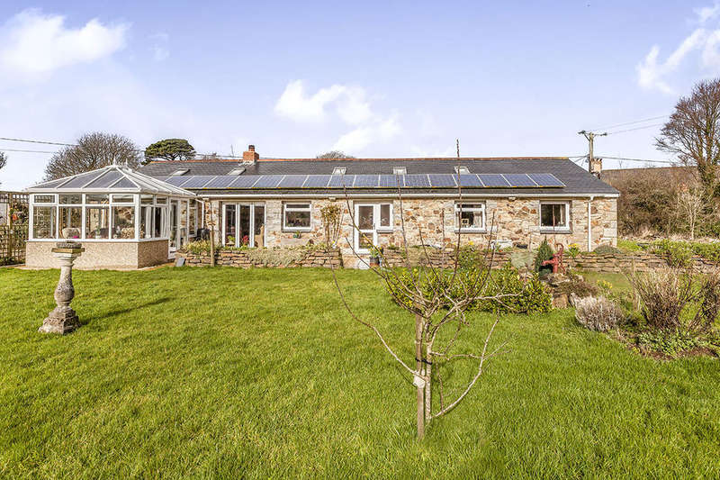 4 Bedrooms Detached Bungalow for sale in The Stables Deveral Road, Fraddam, Hayle, TR27