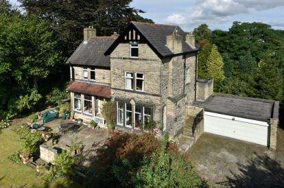 5 Bedrooms Detached House for sale in Woodhouse Lane, Brighouse, West Yorkshire
