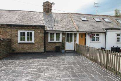 2 Bedrooms Bungalow for sale in Ongar Road, Kelvedon Hatch, Brentwood