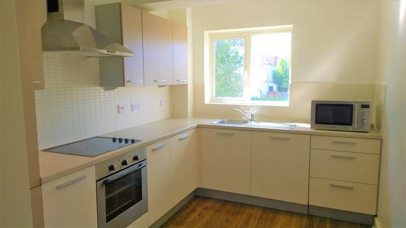 2 Bedrooms Flat for sale in Ratcliffe Court, Colchester, Essex, CO4