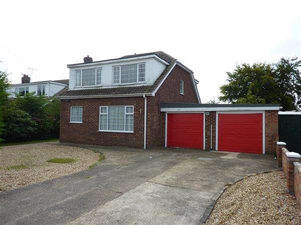 4 Bedrooms Detached House for sale in NEWSTEAD AVENUE, HOLTON LE CLAY, GRIMSBY