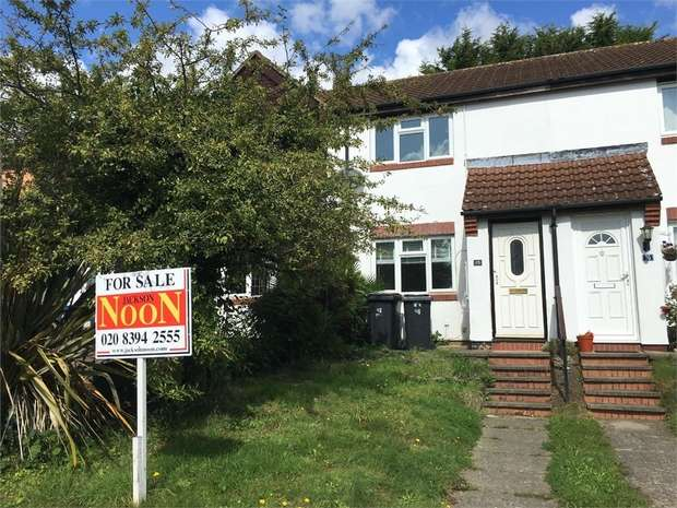 2 Bedrooms Terraced House for sale in Vivien Close, Chessington