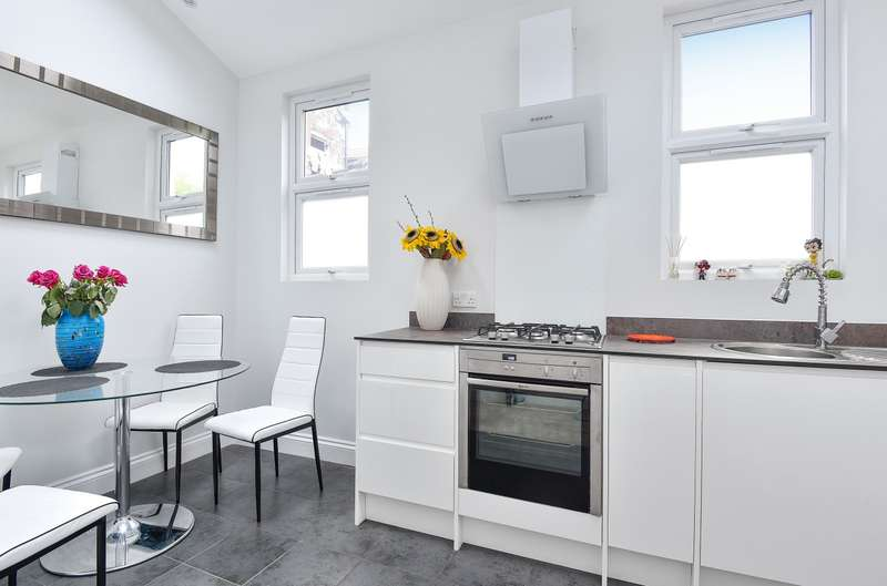 3 Bedrooms Flat for sale in Mitcham Road, Tooting, SW17