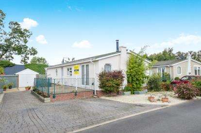 2 Bedrooms Mobile Home for sale in Lonsborough Gardens, Langham, Rutland