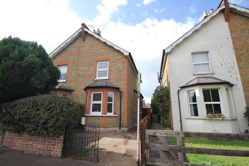 3 Bedrooms Semi Detached House for sale in Egmont Road, Surbiton