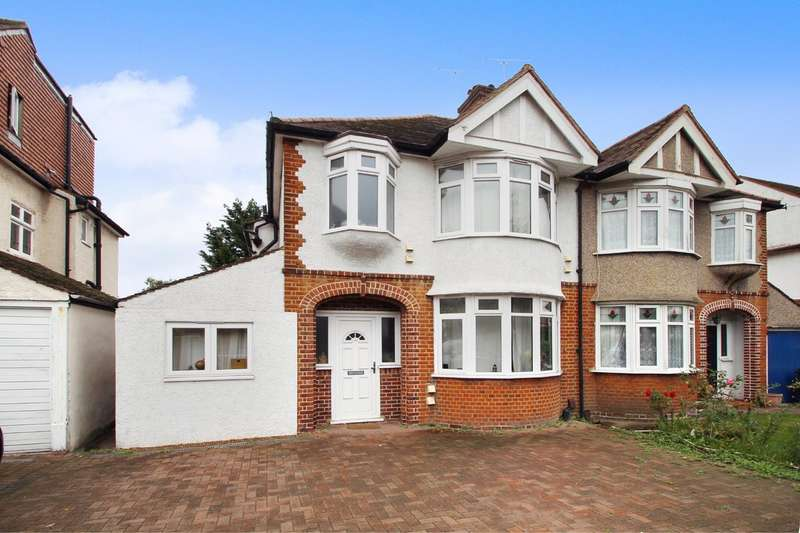 3 Bedrooms Semi Detached House for sale in Fairmead, Surbiton
