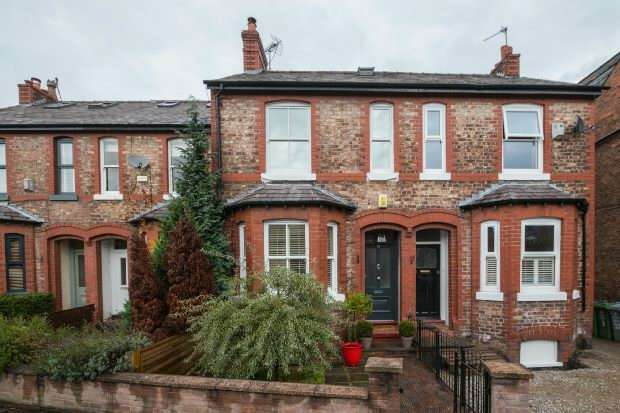 3 Bedrooms Terraced House for sale in Stamford Park Road, Hale