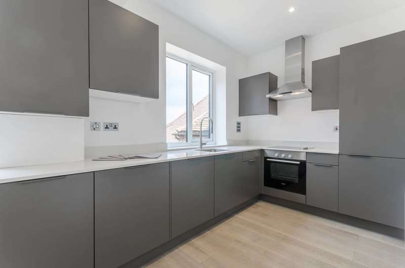 2 Bedrooms Flat for sale in Old Chambers, High Street, Epping, CM16