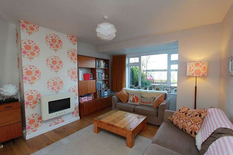 3 Bedrooms Semi Detached House for sale in Eastern Avenue, Shoreham-by-Sea, West Sussex, BN43 6PE