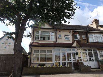 3 Bedrooms End Of Terrace House for sale in Chingford, London