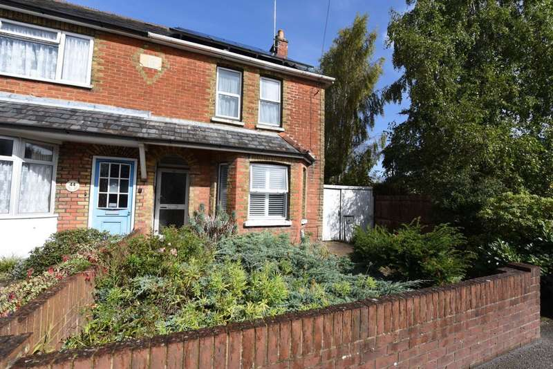 2 Bedrooms Semi Detached House for sale in Fleet Road, Farnborough, GU14