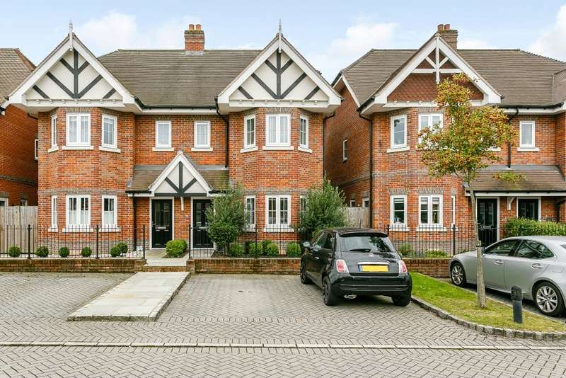 4 Bedrooms Semi Detached House for sale in Chertsey