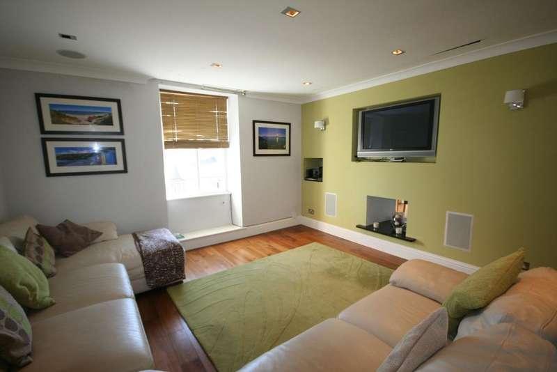 2 Bedrooms Flat for sale in Llanbedrog, Pwllheli, Gwynedd, LL53 7PA