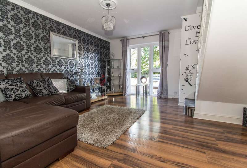 2 Bedrooms Terraced House for sale in Gandalfs Ride, South Woodham Ferrers, Chelmsford, CM3