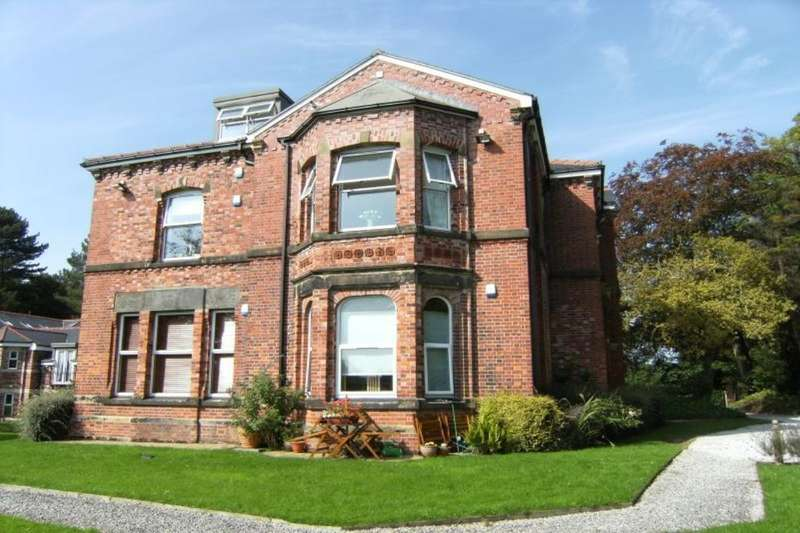 2 Bedrooms Flat for sale in Torkington Road, Hazel Grove, Stockport, SK7