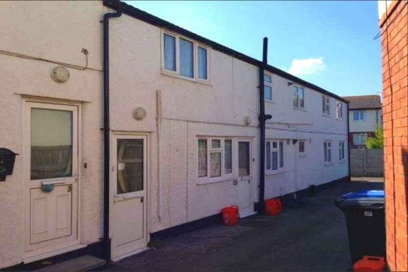 2 Bedrooms Flat for sale in Grange Road, Rhyl, LL18